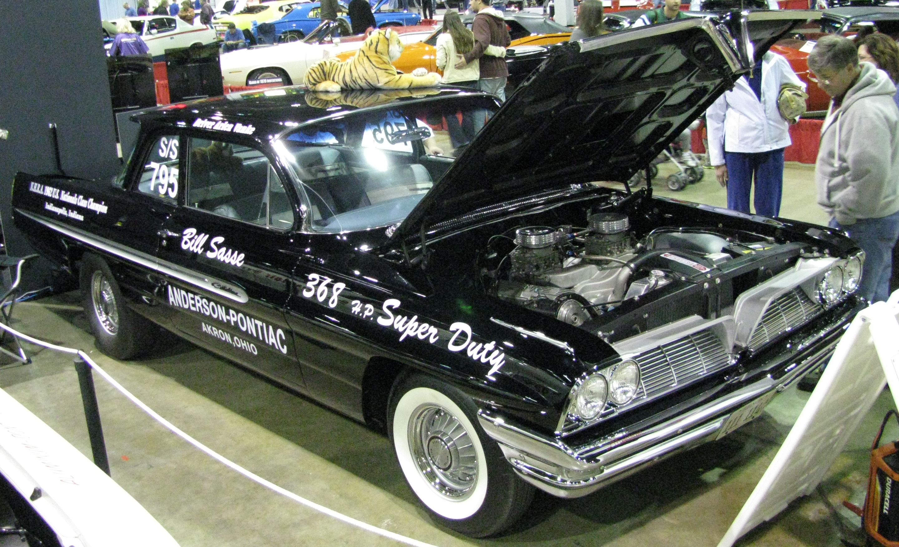 View photo of 1961 Pontiac