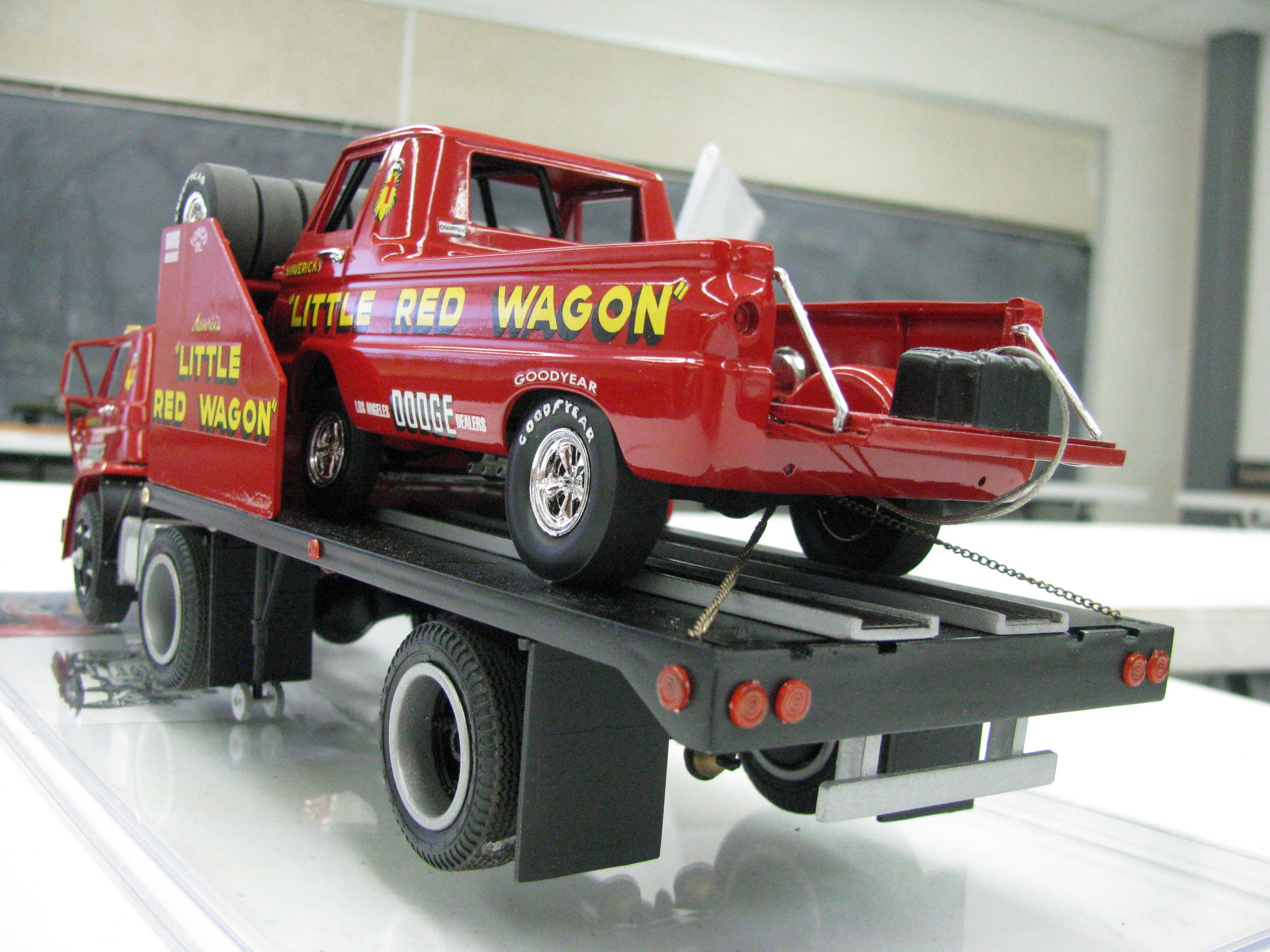 View Photo Of Little Red Wagon On Flatbed Model